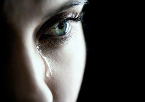женщины плачут
